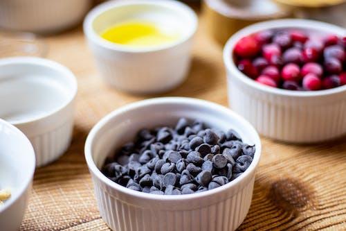 Kostenloses Stock Foto zu ei, preiselbeeren, schokolade