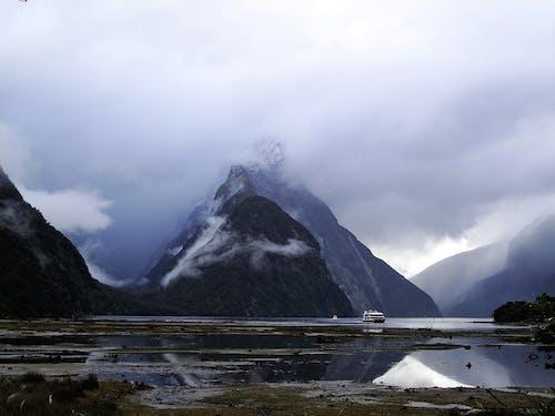 Kostenloses Stock Foto zu berg, berge, beruhigend, bewölkt