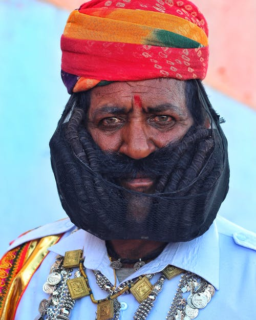 Photo D'un Homme Portant Un Turban