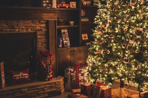 Foto stok gratis dalam ruangan, dekorasi Natal, enak, hadiah