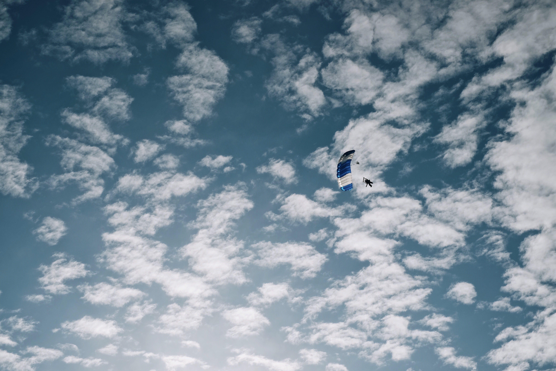 Foto profissional grátis de alto, aventura, céu, luz do dia
