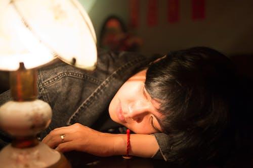 Δωρεάν στοκ φωτογραφιών με casual, αμπαζούρ, άνθρωπος, ασιατικό κορίτσι
