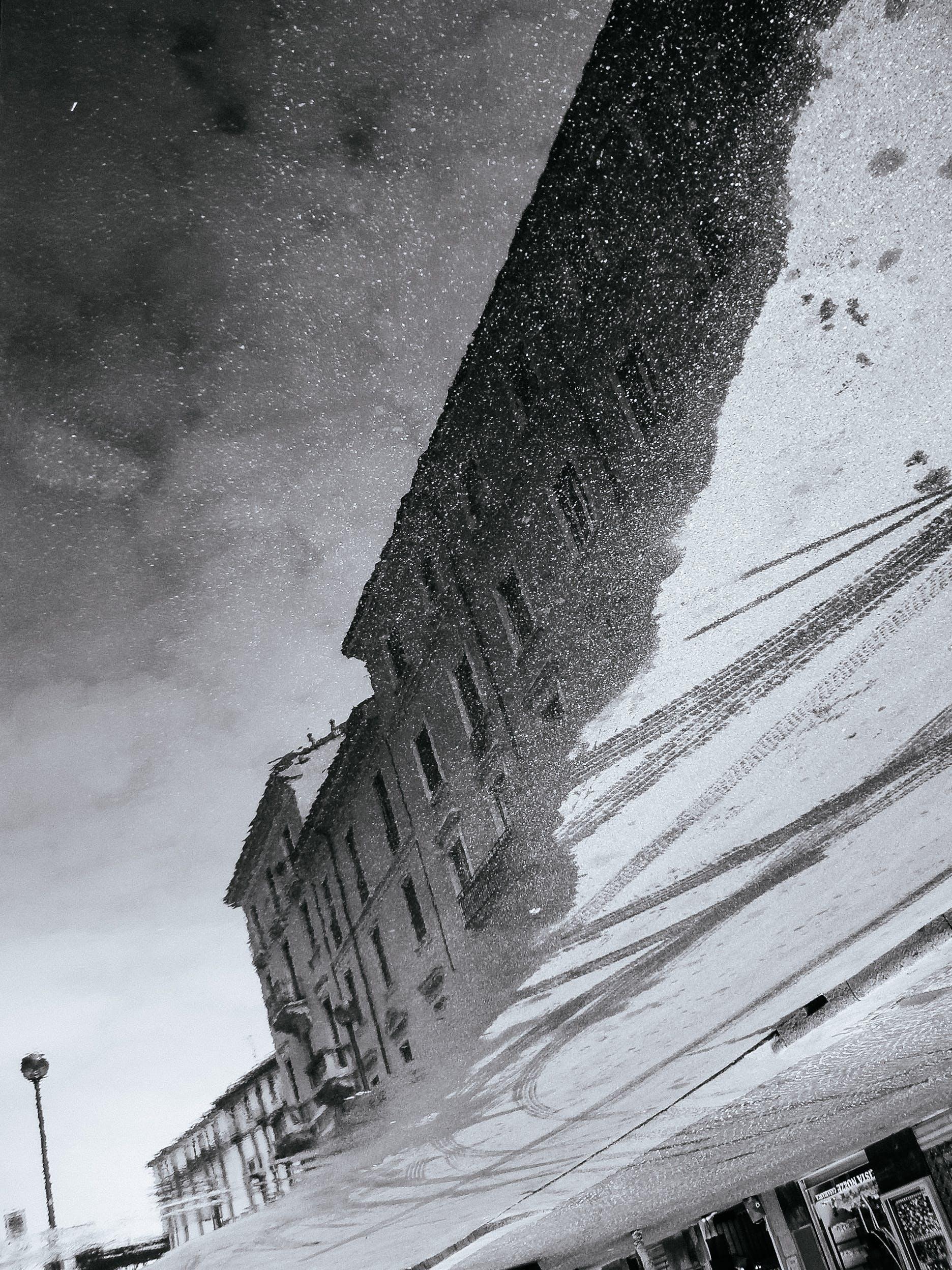 Δωρεάν στοκ φωτογραφιών με αντανάκλαση, αρχιτεκτονική, ασπρόμαυρο, κτήριο