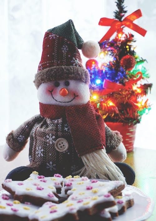 doldurulmuş oyuncak, hamur işi, kardan adam, kutlama içeren Ücretsiz stok fotoğraf