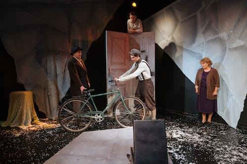 Základová fotografie zdarma na téma divadlo, herec, jízdní kolo