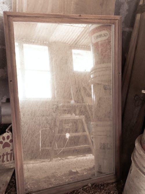 Gratis lagerfoto af arbejde, beskidt, refleksion, spejl