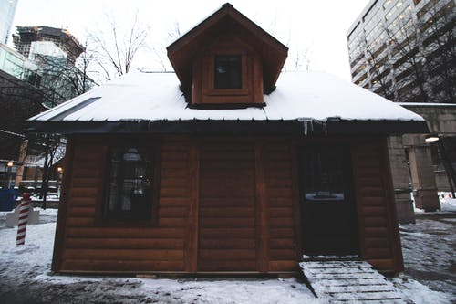 Free stock photo of cabin, cabin in city, chalet, city