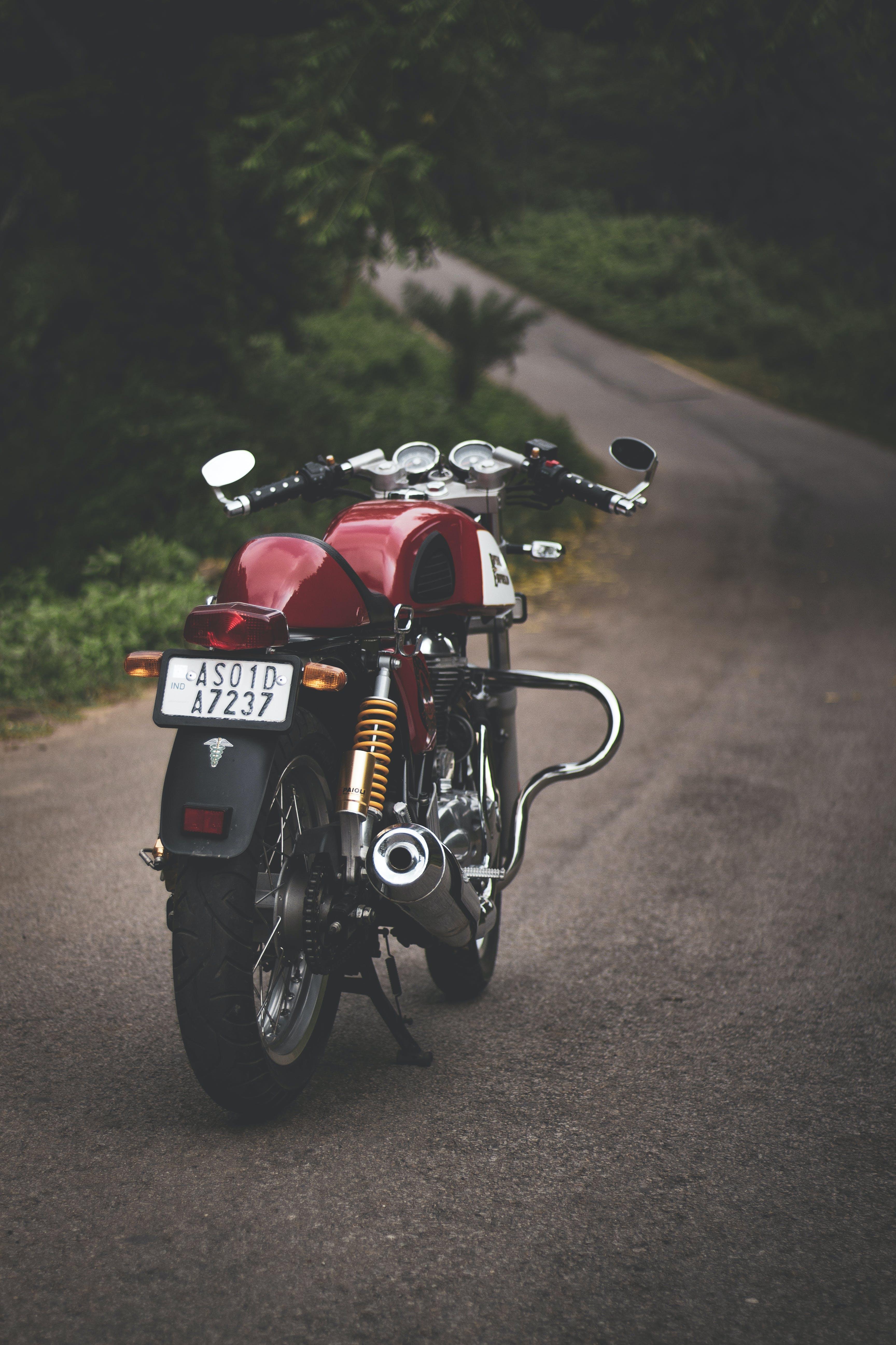 Foto d'estoc gratuïta de aparcat, asfalt, Cafe Racer, carretera