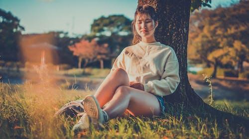 Gratis stockfoto met aantrekkelijk mooi, afzondering, Aziatische vrouw, boom