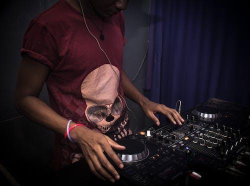 Imagine de stoc gratuită din disc jockey, DJ, om, platan