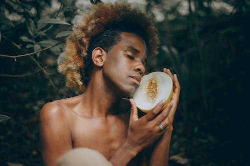 Бесплатное стоковое фото с африканское наследие, вкусный, выражение лица, вьющиеся волосы