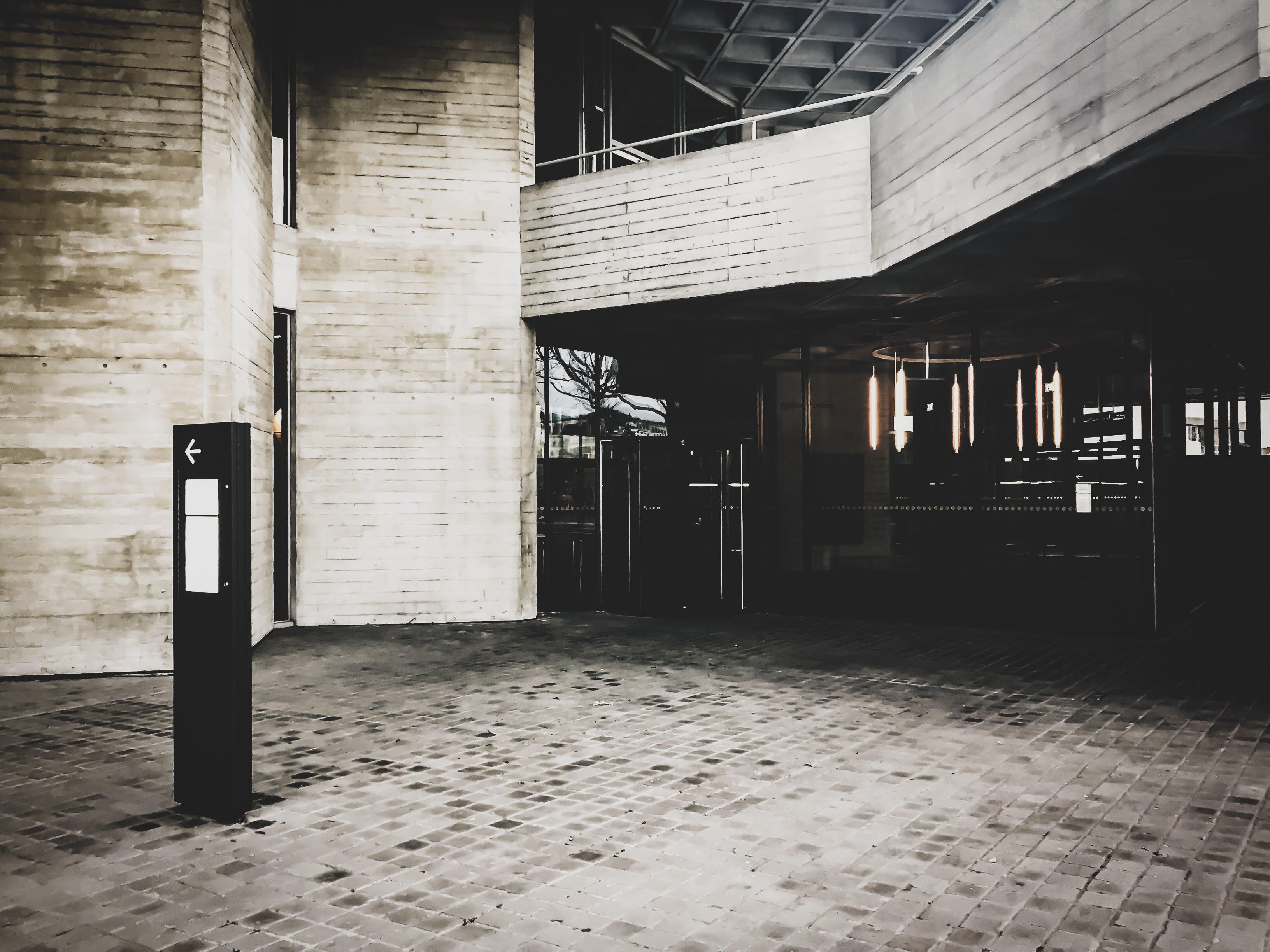 Darmowe zdjęcie z galerii z beton, budynek, ciemny, czarno-biały