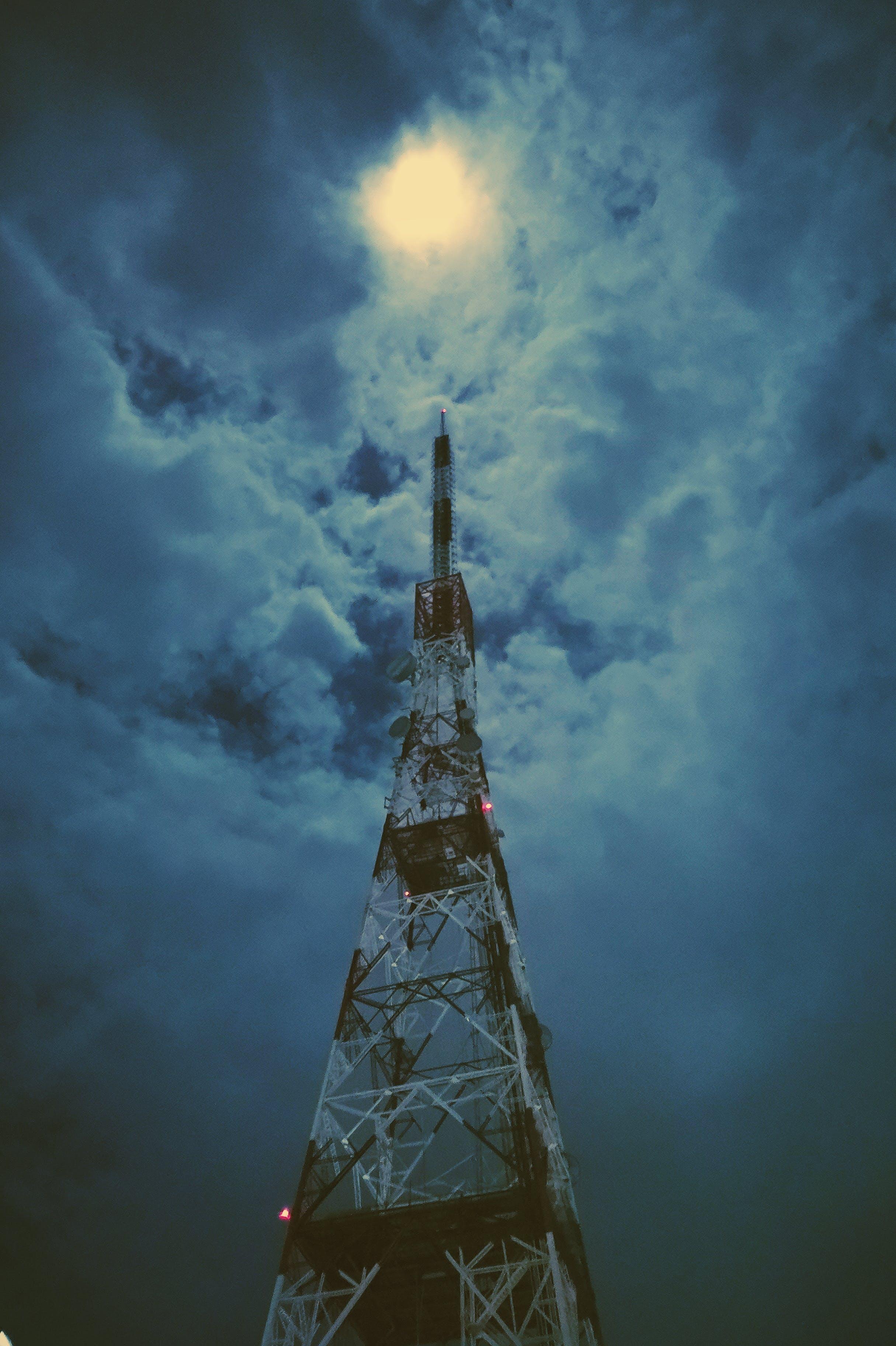 Kostenloses Stock Foto zu fernsehturm, mond, nacht