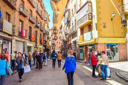Бесплатное стоковое фото с город, здания, люди, улица