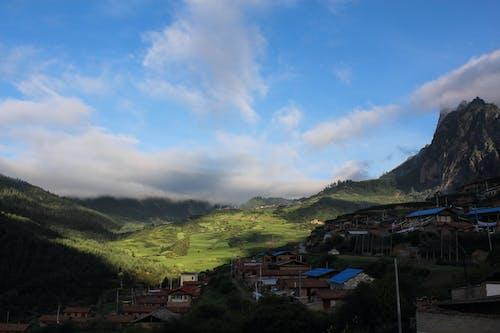 Immagine gratuita di cielo azzurro, cielo drammatico, cina occidentale, erba verde