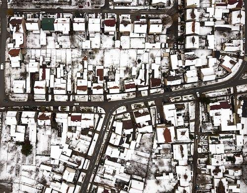 Ilmainen kuvapankkikuva tunnisteilla kaupunki, lumi, talot, talvi