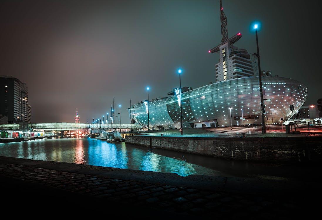 Безкоштовне стокове фото на тему «led-лампи, архітектура, берег»