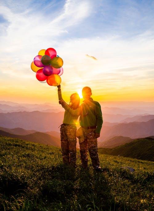 Безкоштовне стокове фото на тему «кохані, небо, сонячне світло»