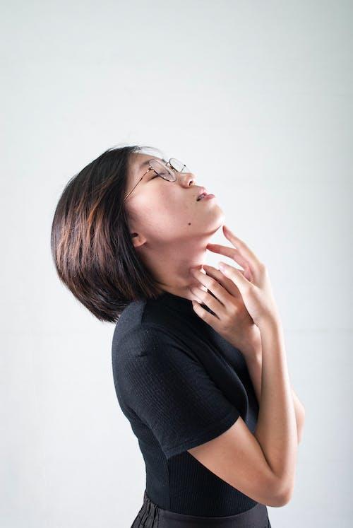 Základová fotografie zdarma na téma asiatka, bílá, brunetka, dioptrické brýle