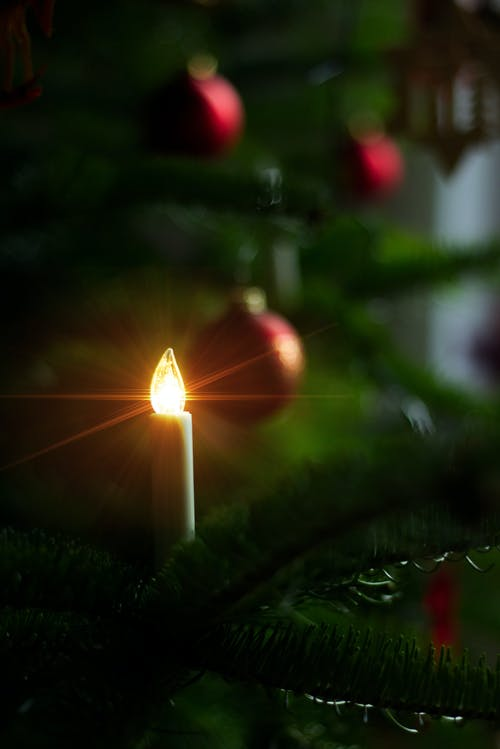 Kostenloses Stock Foto zu kerzenlicht, weihnachten, weihnachtskugel