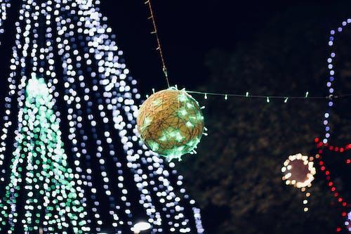 คลังภาพถ่ายฟรี ของ ต้นคริสต์มาส, ลูกตุ้มประดับ, ลูกบอลคริสต์มาส, หลอดไส้