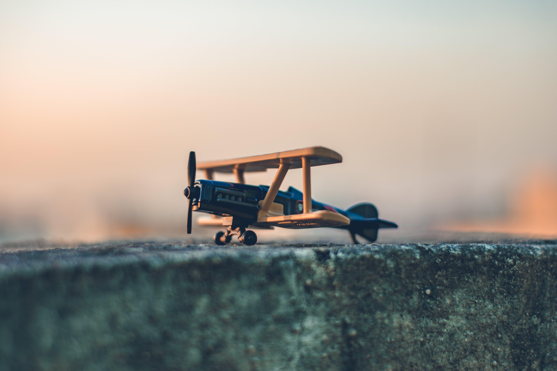 Kostenloses Stock Foto zu beton, draußen, flügel, flugzeug