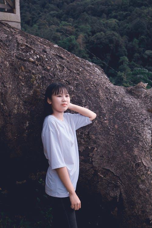 갈색 머리, 사진 촬영, 서 있는, 아름다운 여성의 무료 스톡 사진