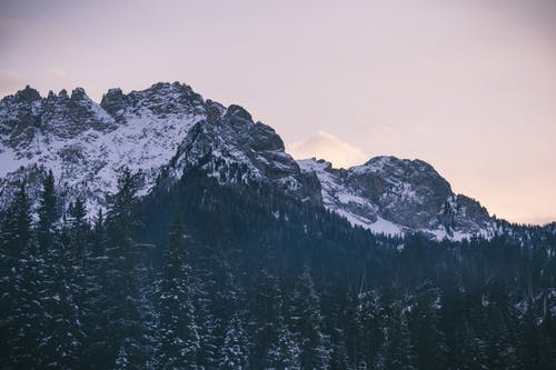 Gratis lagerfoto af bjerg, bjergtinde, bjergtop, dal