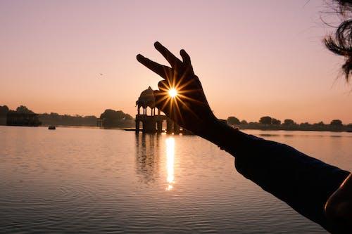 Foto d'estoc gratuïta de alba, capvespre, Índia, mà