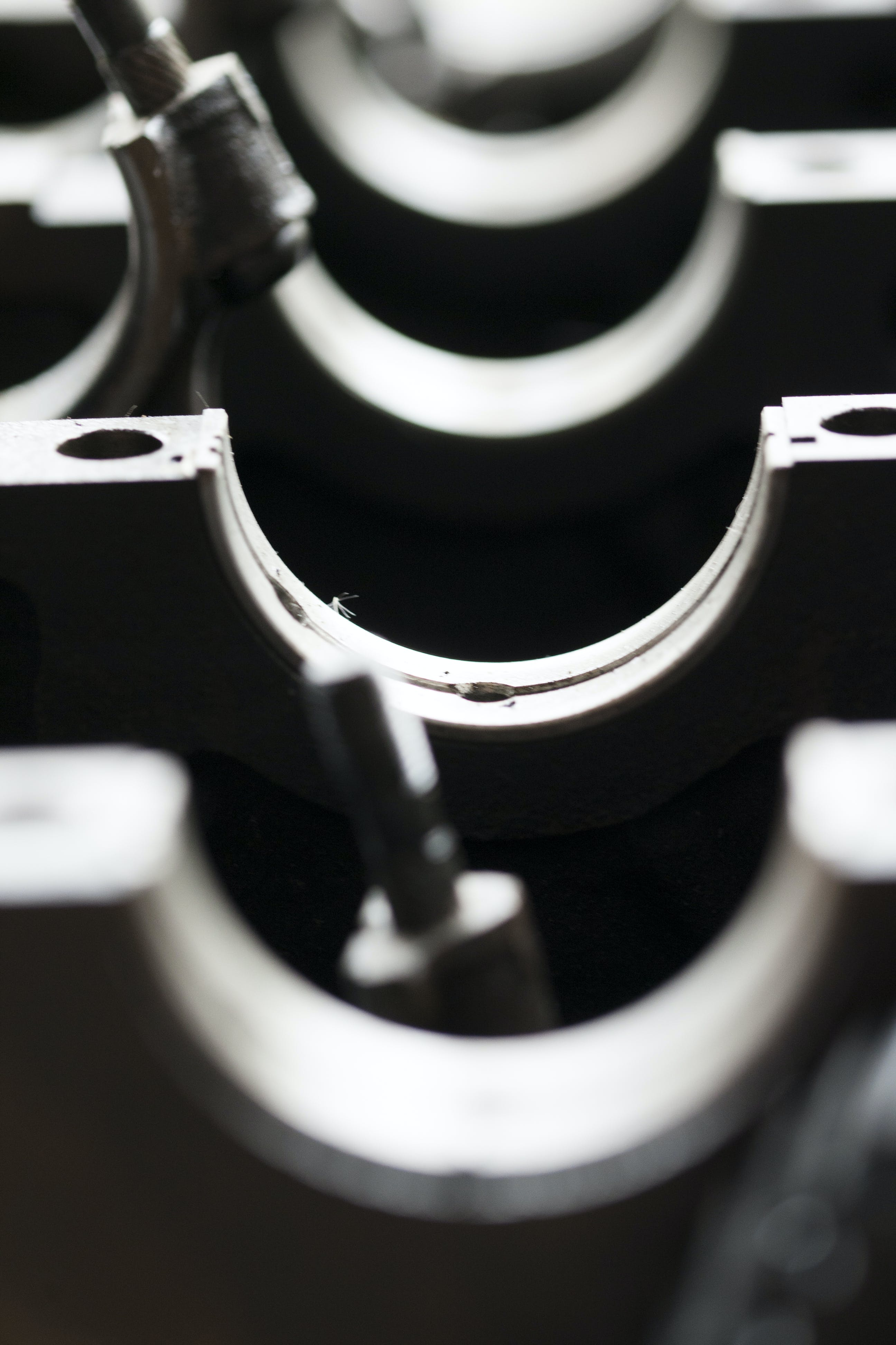 Kostenloses Stock Foto zu auto motor, industrielle maschinen, mechanik, monochromatische