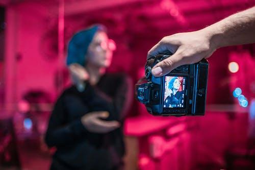 Photos gratuites de appareil photo, écran, femme, individu