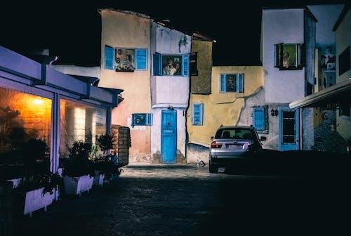 上漆的, 令人不寒而慄的, 停放的汽車, 公寓 的 免费素材照片