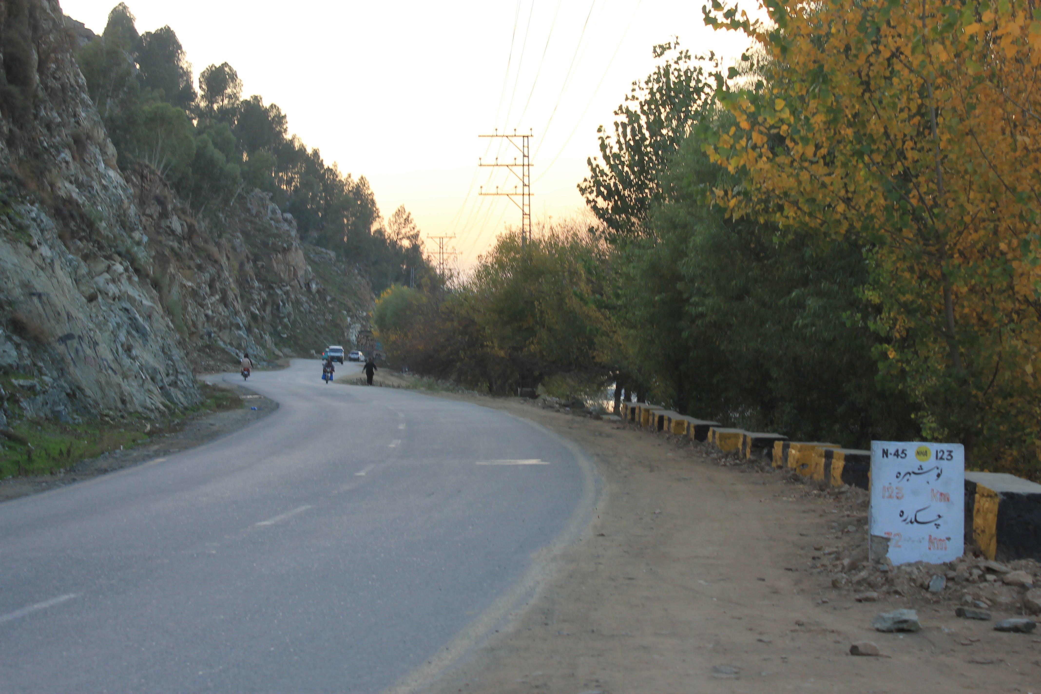 Foto profissional grátis de lado da estrada