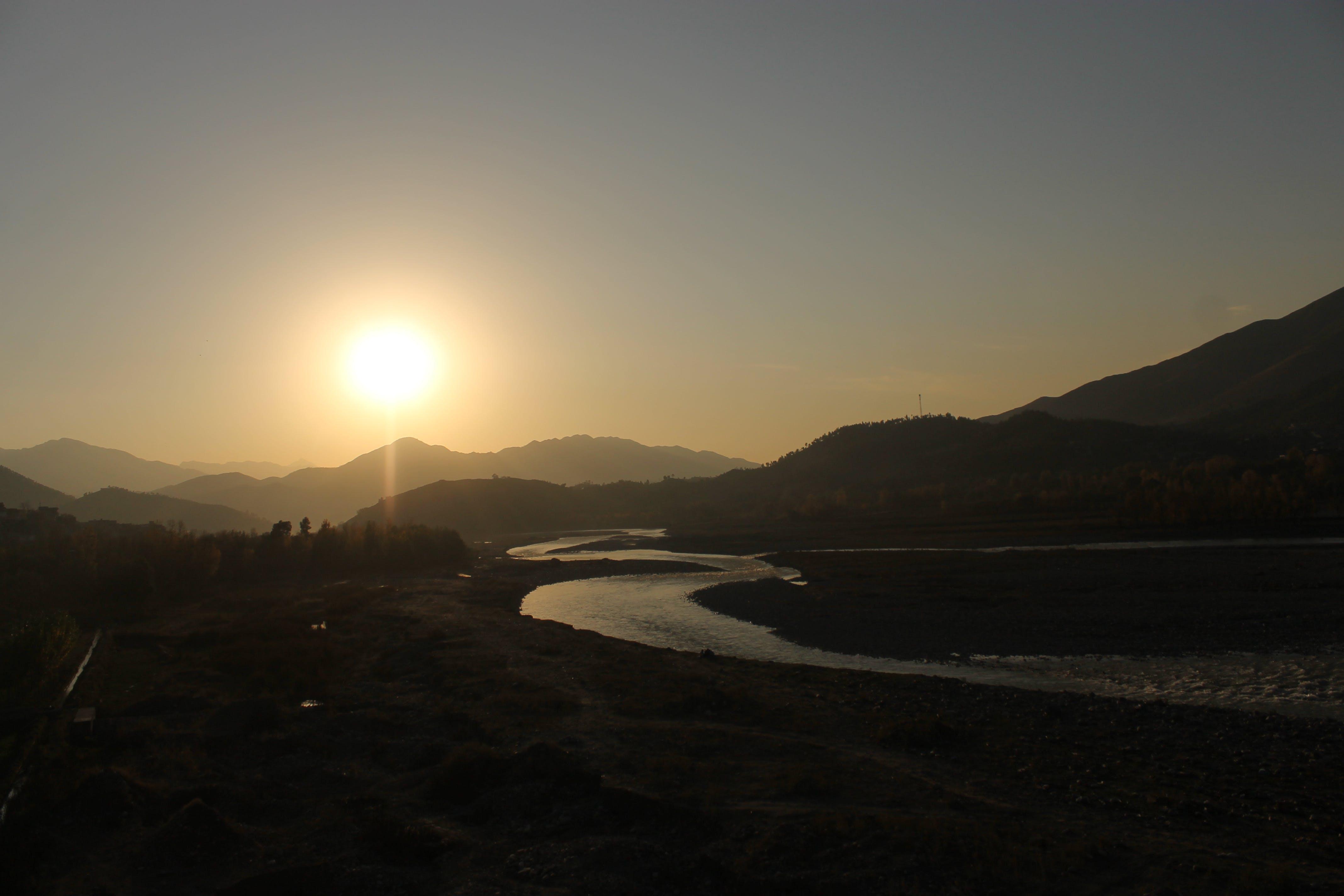 Foto profissional grátis de margem do rio
