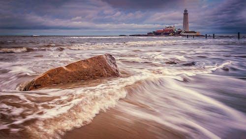 Gratis stockfoto met golven, oceaan, rock, strand