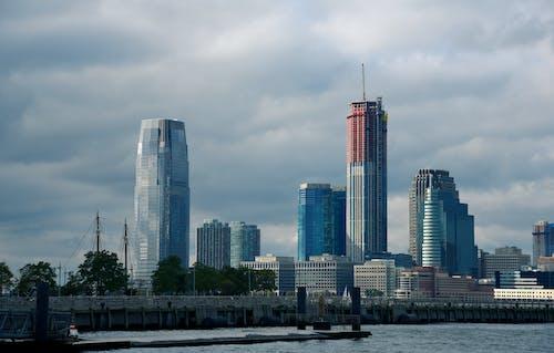 Darmowe zdjęcie z galerii z ameryka, budowa, budynek, chmury