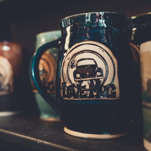 bağbozumu, bir fincan kahve, böcek, bulanıklık içeren Ücretsiz stok fotoğraf