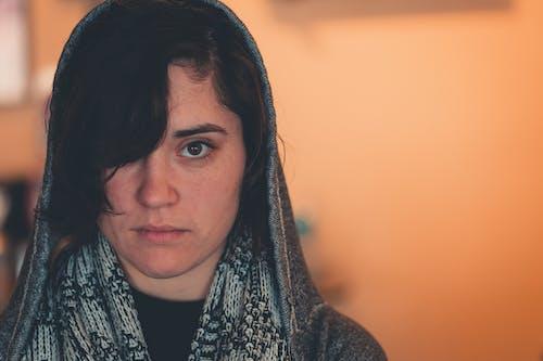 Foto d'estoc gratuïta de adult, auto-retrat, bonic, bufanda