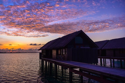 キャビン, バンガロー, リゾート, 夕暮れの無料の写真素材