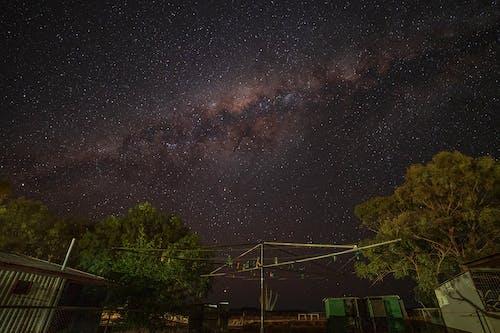gece gökyüzü, ünlüler, yıldız fotoğrafı içeren Ücretsiz stok fotoğraf