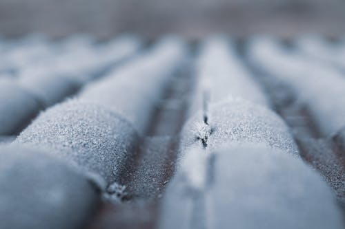 Selective Focus Photography of Frozen Roof