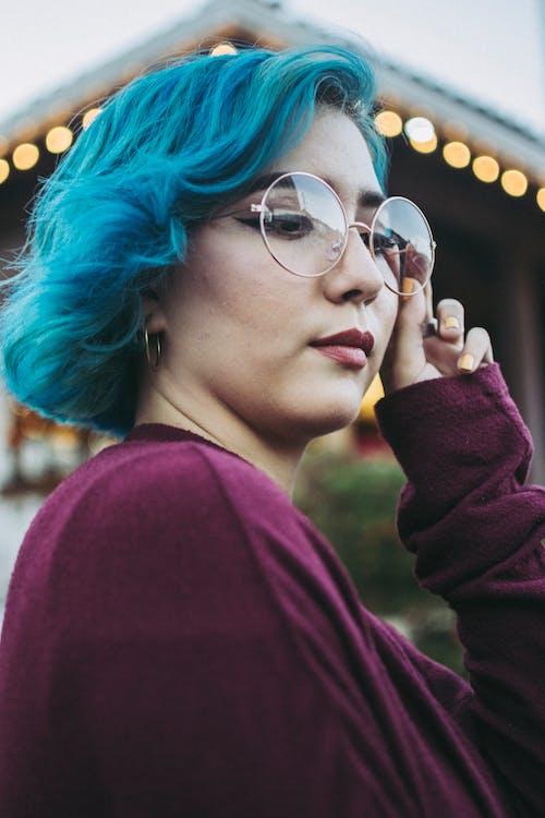 Photos gratuites de adulte, cheveux bleus, femme, festival