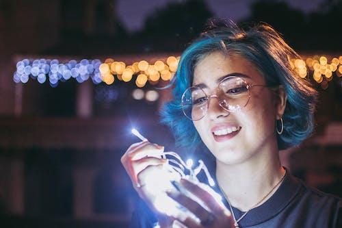 led 燈, 墨鏡, 女人, 晚上的時間 的 免費圖庫相片