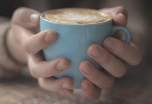 블루, 손, 컵의 무료 스톡 사진
