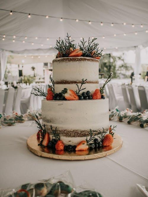 bağımlılık, çilek, çıplak kek, düğün içeren Ücretsiz stok fotoğraf