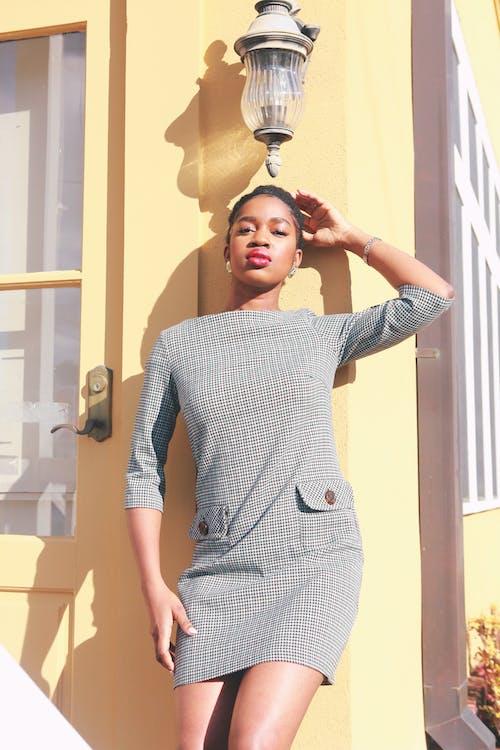 Ingyenes stockfotó afrikai nő, afro-amerikai nő, árnyék, bámul témában