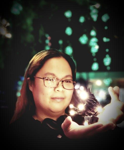 Gratis stockfoto met 's nachts, bril, brillen, bruin haar