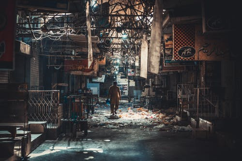 가벼운, 거리, 건물, 남자의 무료 스톡 사진