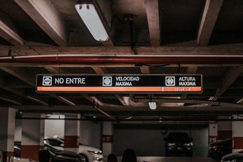 Ingyenes stockfotó autók, beltéri, design, épület témában