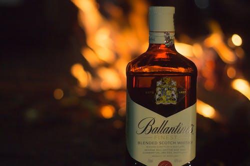 Ilmainen kuvapankkikuva tunnisteilla #ballentines #fire #friends #product #canon